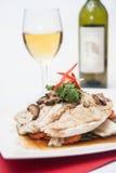 Filetto di pesce del vapore con la salsa di soia. Fotografie Stock