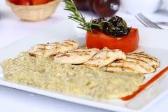 Filetto di pesce e hummus arrostito Immagine Stock