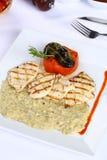 Filetto di pesce e hummus arrostito Fotografia Stock Libera da Diritti
