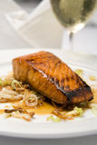 Filetto di pesce e vino cotti Fotografie Stock