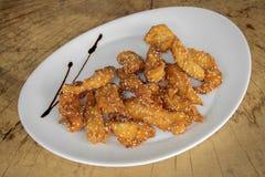 Filetto impanato croccante del pollo con sesamo immagini stock libere da diritti
