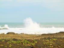 Filey双桅船挥动碰撞在岩石上 免版税图库摄影