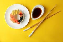Filhós do sushi no fundo Foto de Stock Royalty Free