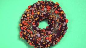 Filhós doce deliciosa que gerencie no fundo colorido filme