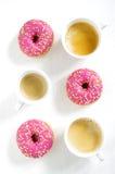 Filhós e café cor-de-rosa Imagem de Stock Royalty Free