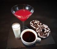 Filhóses de Oreo dos anéis de espuma do café do álcool da bebida Imagem de Stock Royalty Free