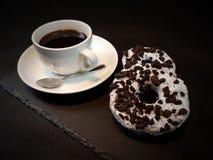 Filhóses de Oreo dos anéis de espuma do coffetime do café Imagens de Stock Royalty Free