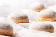 Filhóses enchidas geleia com açúcar pulverizado Imagens de Stock