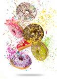 Filhóses saborosos no movimento que cai no fundo branco Foto de Stock Royalty Free