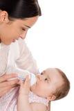 Filha de alimentação do bebê da matriz Fotografia de Stock Royalty Free
