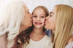 Filha, mãe e avó em casa foto de stock royalty free