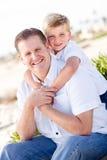 Filho bonito com seu retrato considerável do paizinho imagens de stock