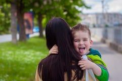 Filho e mãe felizes Fotografia de Stock