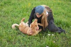 Filhote de cachorro e menina Fotos de Stock Royalty Free