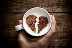 Filiżanka cappuccino z złamanym sercem obraz royalty free