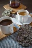 Filiżanek kawy ciastek gazety czekoladowa biskwitowa przestrzeń dla teksta Obrazy Stock