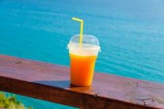Filiżanka Świeży sok pomarańczowy Obrazy Royalty Free