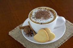Filiżanka cappuccino z kakao fotografia stock