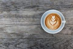 Filiżanka cappuccino z latte sztuką obraz stock