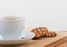 Filiżanka czarna kawa z masła ciastkiem fotografia stock