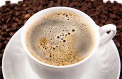 Filiżanka czarna kawa z pianą Zdjęcia Royalty Free