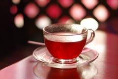 Filiżanka czerwona herbaciana płytka głębia pole Fotografia Royalty Free
