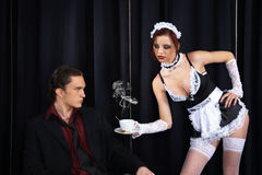 filiżanka daje gosposi seksownej Obrazy Royalty Free