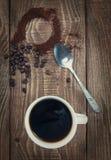 Filiżanka fragrant ranek kawa w białym kubku Zdjęcia Royalty Free