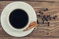 Filiżanka fragrant ranek kawa w białym kubku Obrazy Royalty Free