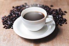 Filiżanka gorąca kawa na starym Obrazy Royalty Free