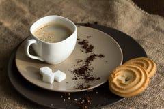 Filiżanka gorąca kawy espresso kawa i ciastko, obrazy royalty free