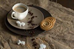 Filiżanka gorąca kawy espresso kawa i ciastko, fotografia stock