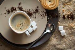 Filiżanka gorąca kawy espresso kawa i ciastko, fotografia royalty free