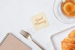 Filiżanka herbata i deser w ranku, relaksujący czas Zdjęcia Royalty Free
