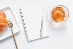 Filiżanka herbata i deser w ranku, relaksujący czas Obraz Stock
