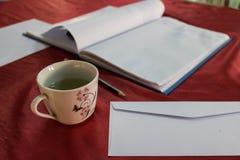 Filiżanka herbata, notatnik i ołówek, Zdjęcie Stock