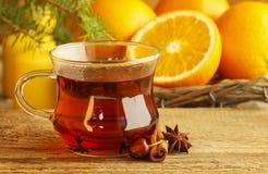Filiżanka herbata w piękny bożych narodzeń ustawiać zdjęcie royalty free