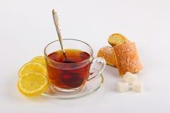 Filiżanka herbata z cytryną i ciastami Zdjęcia Royalty Free