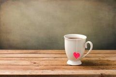 Filiżanka herbata z kierowym kształtem Zdjęcie Royalty Free