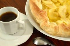 Filiżanka kawy espresso kawa i Domowej roboty Jabłczany kulebiak zdjęcia stock