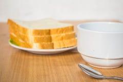 Filiżanka kawy i chleb obrazy stock