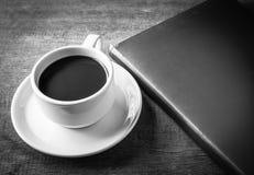 Filiżanka kawy, książki zdjęcie stock
