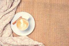 Filiżanka kawy lub Chai herbata z latte sztuką Wolnego czasu pojęcie Obraz Stock