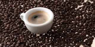 Filiżanka kawy z fasolami włoch obrazy stock