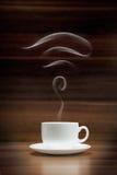 Filiżanka kawy z fi ikona kształtującym dymem Zdjęcia Royalty Free