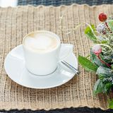 Filiżanka kawy z latte sztuką Wolnego czasu pojęcie Pastelowy kolor Zdjęcia Stock