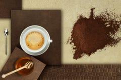 Filiżanka kawy z miodem zdjęcie royalty free