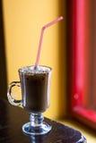 Filiżanka kawy z mleko pianą Zdjęcia Royalty Free