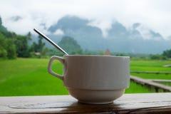 Filiżanka kawy z naturalnym tłem Zdjęcie Royalty Free