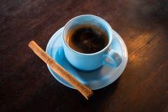 Filiżanka Luwak kawa z imbirowym kijem sprzedawał w Bali, Indonezja Obraz Stock